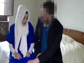 Arab babe gets pussy filled by throbbing schlong