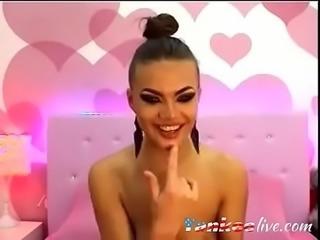 Slutty cam model displays her deepthroat skills - YankeeLive.com