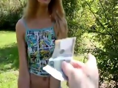 Charming babe Linda Leclair gives an awesomme blowjob