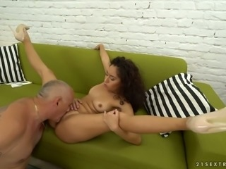 Curly beauty Melody Petite sucks big balls and big cock before cunnilingus