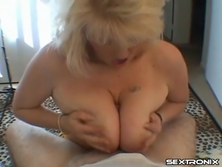 Dick worshiping granny is thrilled to see an erect schlong