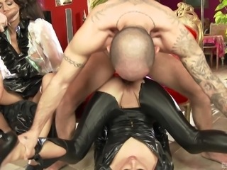 Kinky anal foursome with rapacious babes Ivana Sugar and Sophie Lynx