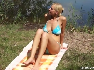 Yvonne  giving dick blowjob then smashed hardcore outdoor