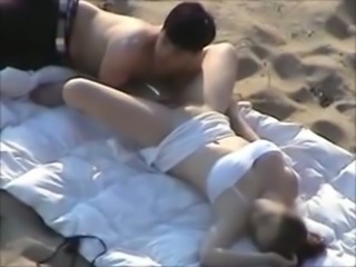Awesome mish fuck and cunnilingus right on the beach on voyeur cam
