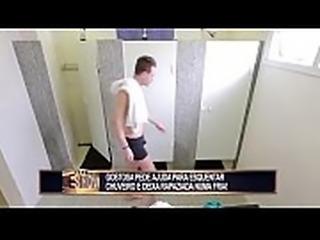 Pegadinha - Gostosa e o banheiro unissex da academia