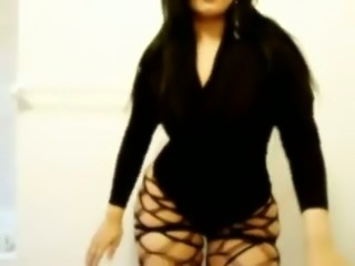 My sexy Arab girlfriend is twerking her ass