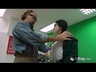 Colegiala huye de casa y escuela - Full video: http://cpmlink.net/7EcYAA
