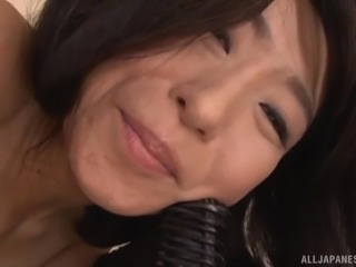 Asian Murasaki Chizuru playing with and pinching her nipples