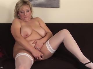Reanna is a hot mature blonde enjoying a massive sex toy