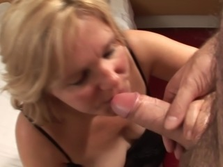 Curvy juicy pussy Mandie giving cock blowjob in mature tape