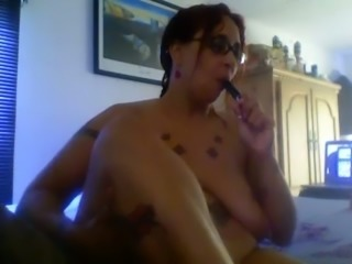 BBW ex wife rubbing her soles with oil in amateur clip