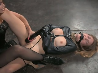 Curvy dominatrix Bella Rossi tickles her slave's muff with her vibrator