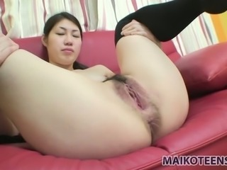 Japanese slut Yui Ikeda is expert in giving a sensual blowjob for cum