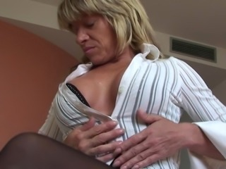 Carmen takes off her clothes for a formidable masturbation with a toy