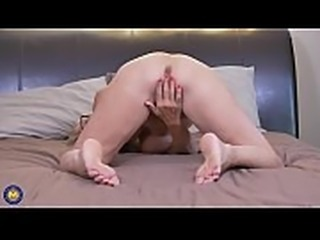Canadian mature mother Bianca needs a good sex - SlutCams.xyz