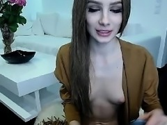 Amateur brunette babe toying her pussy on web cam