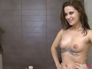 Incredibly whorish chick with tattoos Madlin Moon gives BJ in the bathroom