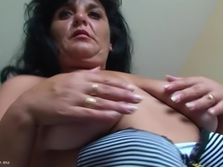 Mature Manuela loves making her pussy dripping wet