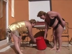 These mature BBW sluts know how to put on a great lesbian show