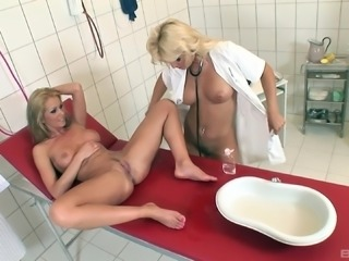 Lesbian doctor uses a pussy stretcher and makes a patient satisfied