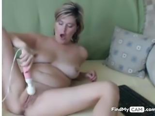 Busty mom reaches orgasm on webcam