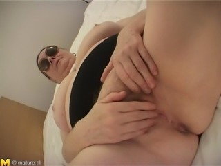 Food fetish Ginnie screwing her juicy pussy using cucumber