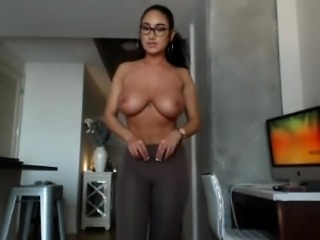 babe ashley4nicole flashing boobs on live webcam