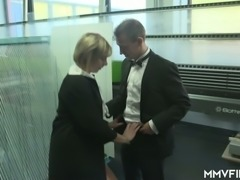 Horn-mad office bitch Farah repays for clit stimulation with a blowjob