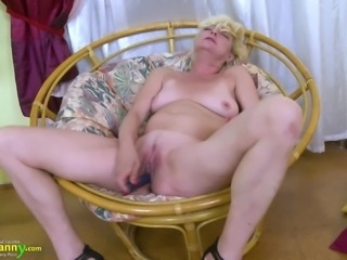 Great solo mature was captured while masturbating her juicy pussy with fingers
