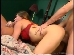 Flirty sex bomb orgasms after a sizzling double penetration action