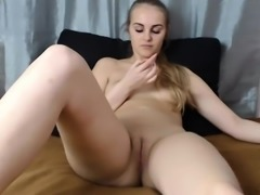 Sweet Webcam Girl Toying Her Pussy