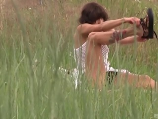 Amateur lady spreads her legs for a masturbation game in a field
