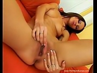 French MILF Uses Pussy Beads