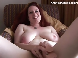 Amateur big natural tits puts on show for boyfriend