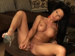 Samantha is a stunning curvy brunette who loves to masturbate