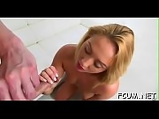 Dude&#039_s dick makes sexy slut cum