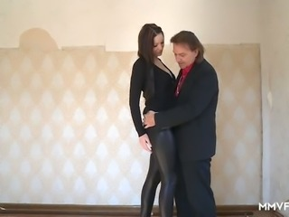 Svelte nympho Natalie Hot wanks dick of messy haired realtor