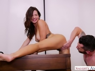 Keisha Greyis a healthy curvy babe who likes getting fucked from behind