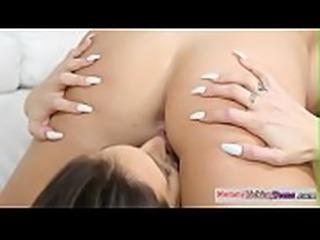Seductive stepmommy fingers les cutie