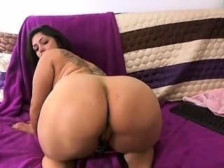 babe jenny1love flashing boobs on live webcam