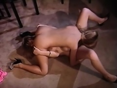 Sexy lesbian babe lick and finger pussy and cant get enough