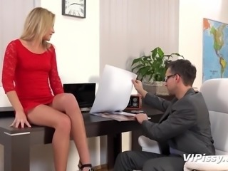 Lusty light haired personal manager Vinna Reed gives a deepthroat BJ