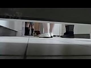 陰毛未処理ローファーさんのおしっこシーンを盗撮