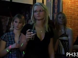 Wild cheeks sucking wang in club