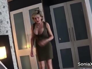 Cheating british mature lady sonia shows off her huge natura