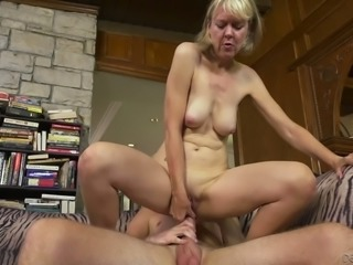 Hot mature slut Jamie Foster loves having a dick in her sweet syrupy twat
