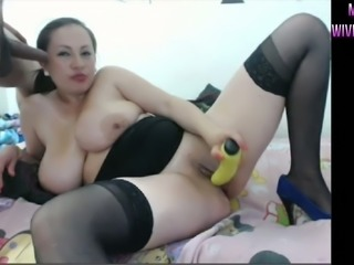 Fucking hell this MILF is perfect and she knows how to give oral sex