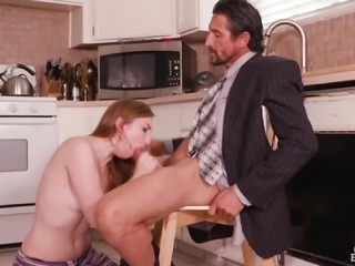 Gracie Green wants to suck a mature hunk's erected cock