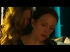 Chloe (Amanda Seyfried and Julianne Moore) -  Lesbian Scene