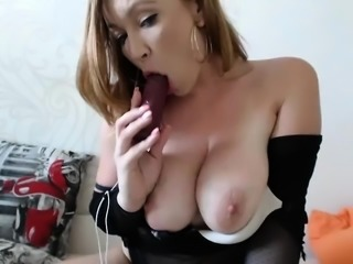 amateur aliciagrey flashing boobs on live webcam